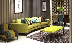wohnzimmer braun mit sofa grün freshouse
