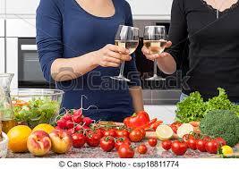 lesbienne dans la cuisine lesbienne cuisine dîner préparer maison boire image