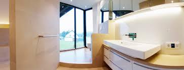 bad panorama gmyrekarchitekten minimalistische badezimmer