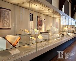 Search For Verifiably Exact Brightening Decorate In Mother Of Pearl Bone Or Ivory On An Antique Museum Display Show Case Period Piece