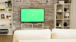 großer grüner fernseher in einem hellen und gut beleuchteten wohnzimmer mit niemandem drin dc studio auf envato elements