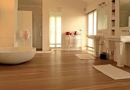 holzboden im badezimmer ein gutes gefühl unter den füßen
