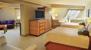 Luxor Casino Front Desk by Vegas Suite Pyramid Queen Suite Luxor Hotel U0026 Casino