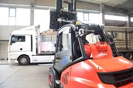 Safety First Linde Forklift Trucks Production And Work Youtube Series 392 0h25 Material Handling M Sdn Bhd Filelinde H60 Gabelstaplerjpg Wikimedia Commons Forking Out On Lift Stackers Traing Buy New Forklifts At Kensar We Sell Brand Baoli Electric Forklift Trucks From Wzek Widowy H80d 396 2010 For Sale Poland Bd 2006 H50d 11000 Lb Capacity Truck Pneumatic On Sale In Chicago Fork Spare Parts Repair 2012 Full Repair Hire Series 8923 R25f Reach