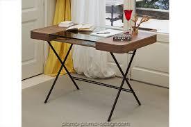 bureau metal verre bureau avec plateau en verre et noyer avec pieds en métal cosimo d