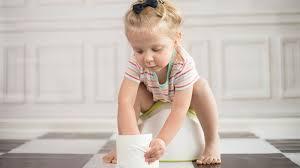 propreté bébé la première fois où il a fait pipi dans le pot
