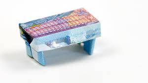 geld geschenkidee hocker falten aus geldschein origami möbel