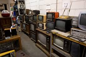 Halloween Warehouse Staten Island by Used Electronics Are Recycled And Resold At New York Gadget Thrift