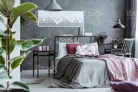 dunkel rosa schlafzimmer innenraum stockfoto und mehr bilder baum