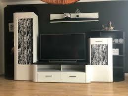 wohnzimmer wohnwand schwarz weiß hochwertig