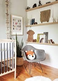 etagere chambre enfants touches de bois dans une chambre d enfant chambre enfant nature