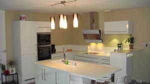 cuisine mur framboise deco cuisine couleur framboise avec mur couleur or idees et k8 avec