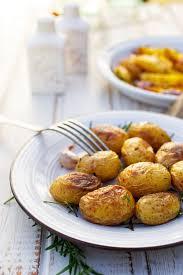 comment cuisiner les pommes de terre de noirmoutier recette pommes de terre cuites au gros sel avec du thym