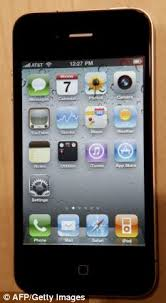 iPhone 4 clock bug makes owners late for work as alarm setting