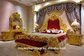 barock teuer holz geschnitzte königliche möbel gold überzogene schlafzimmer set mit rot stoff kopfteil buy schlafzimmer set gold überzogene