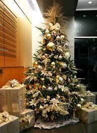 15 Best Golden Christmas Trees Decoration Ideas