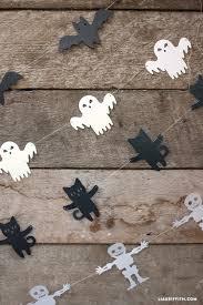 Halloween Pennant Mantel Scarf by Best 25 Halloween Garland Ideas On Pinterest Spooky Halloween