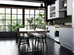 fototapete esstisch und stühle in einer offenen küche