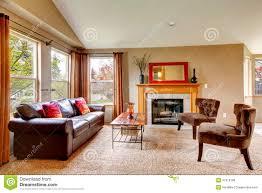 gemütliches wohnzimmer mit kamin stockfoto bild