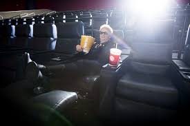 Movie Theatre With Reclining Chairs Nyc by Kickin U0027 Back In The New Seats At The Regal Alderwood Theater