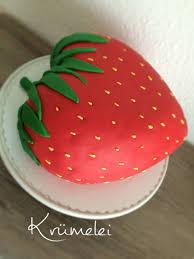 erdbeertorte zum geburtstag gefüllt mit erdbeeren