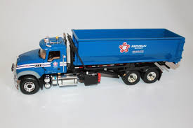 FIRST GEAR 1:34 Scale Republic Waste Mack Granite Roll-Off Garbage ...