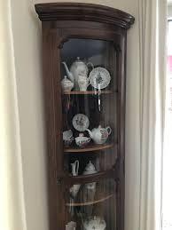 vitrine wohnzimmer antik eck vitrine schmal