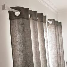 chambre ou un rideau gris granit pour un style tendance dans la chambre ou le