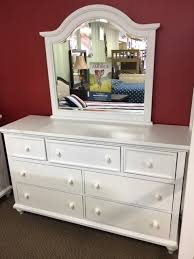 Vaughan Bassett Dresser With Mirror by Vaughan Bassett Double Wide Dresser And Mirror In White Damaged