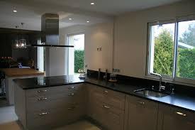 cuisine grise et plan de travail noir cuisine blanche avec plan de travail noir great cuisine amnage