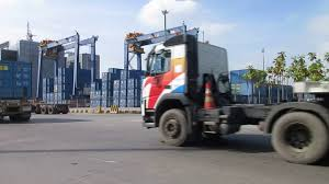 Truck Kenworth Melintas Di Pelabuhan Tanjung Priok - YouTube Kenworth Freightliner Issue Recalls For Some 13 14 Model Trucks Driving Peterbilt With New Paccar Transmission Vintage 1959 Refined 59 8lug Diesel Truck Magazine Which Is Better Or Raneys Blog Used 2013 Kenworth T800 Mhc Sales I0401474 Centres 1988 Logging For Sale 541706 Miles Spokane Photos Of Old Trucks The Best Classic Big Rigs 2016 Dump Truck For Sale 598434 501979 At Work Ron Adams 97583881477 Filekenworth Truckjpg Wikimedia Commons