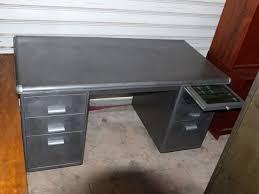 bureau strafor 25 best meuble industriel images on workshop consoles