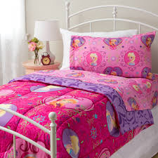 This beautiful twin sized forter and sheet set features Anna