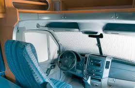 equipement cing car stores et volets occultants de cabine caravane
