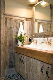 Interessane Gestaltung Eingelassene Badewanne Hölzerne Bretter 56 Master Bad Mit Vertäfelung Und Beadboard Home Deko