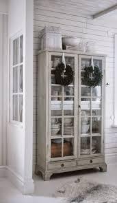 retro küchenideen schrank mit glastüren