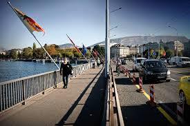 mobilité les cyclistes encore hésitants sur le pont du mont blanc