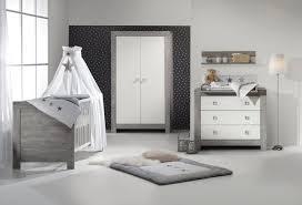 chambre bébé lit commode lit bébé évolutif et commode à langer blanc à chambre bébé lit