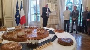 chambre des metiers somme cérémonie de présentation de la galette des rois par la chambre des