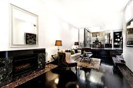 schwarzer marmor im wohnzimmer sehr schön in szene gesetzt
