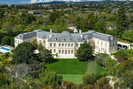100 Holmby Must Reads Big Home Big Deal The Manor In Hills Sets An