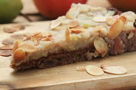 zuckerfreier apfelkuchen mit birne und mandeln clean und glutenfrei