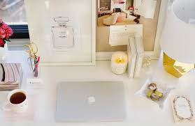 Parson Desk West Elm by How To Style The West Elm Parsons Desk The Everygirl