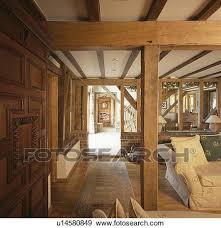 groß hölzern balken in wohnzimmer in scheune