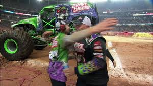 100 Monster Trucks Atlanta Jam Grave Digger Defeats Captain America Truck In