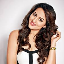 Famous Actress Sonakshi Sinha Wallpaper Beautiful Desktop HD