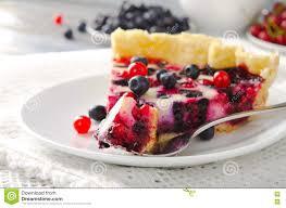 mischen sie beerentörtchen torte kuchen mit himbeeren