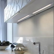 led unterbauleuchte silber flach schlichtes design energiesparend