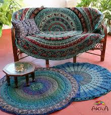 canape indien tapis rond jeté de canapé dessin mandala indien bleu et