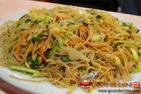 cuisiner le chou chinois cuit nouilles sautées végétarien recette chinoise
